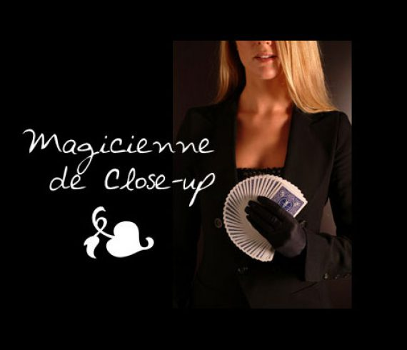 magicienne de close-up, close-up lady, close-up girl, magician lady
