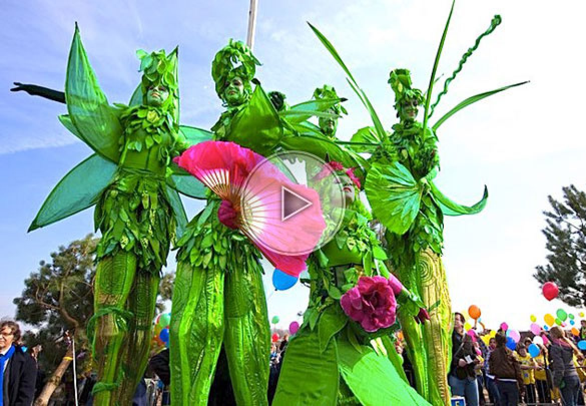 living nature stilts, living nature, living stilts walkers, stilts walkers, stilts, nature