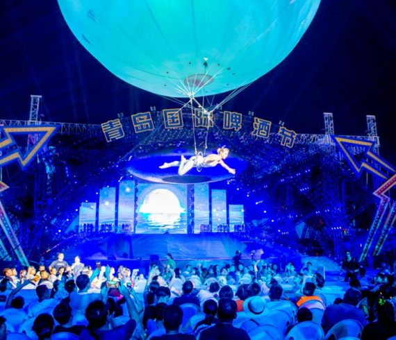 giant aerial balloon, aerial sphere, aerial show, white giant balloon in the air, trapeze show under a bubble, aerial bubble