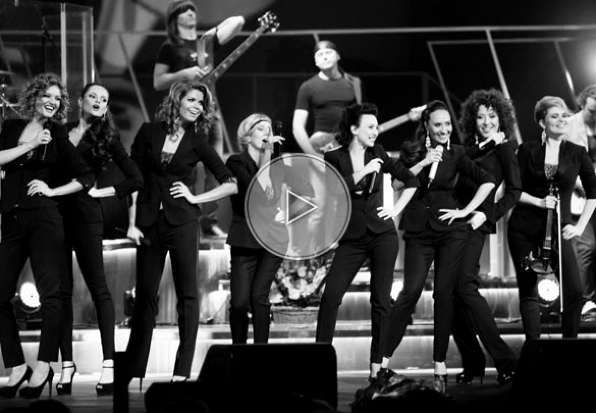 singing divas, divas, singers, beatiful singers, amazing singers, women singing troupe, singing creatures