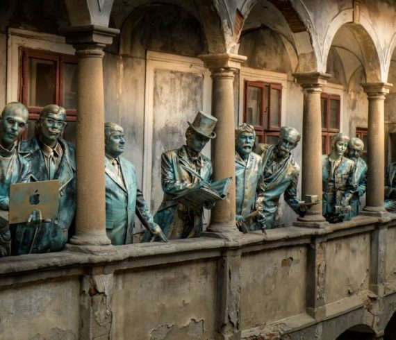 famous living statues, personalities living statues, celebrities living statues, living statue