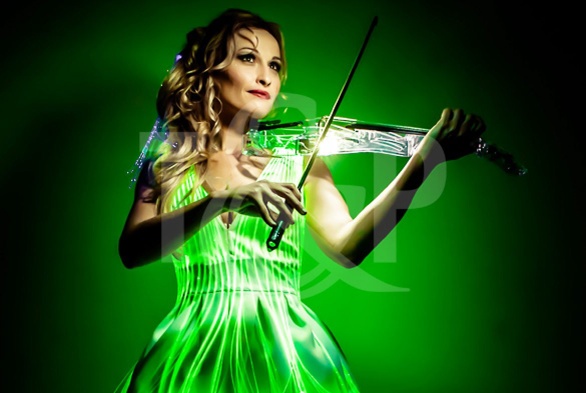 led violinist, luminous violinist, musician, music, violin, led, show, event, artist, france, laser violinist