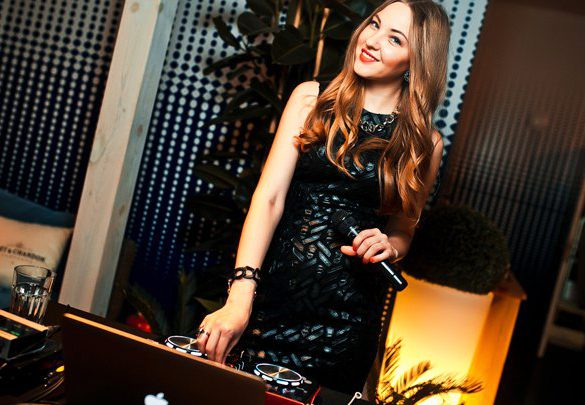 dj, female dj, music, musician, singer, songs, italy, turn tables, dance floor