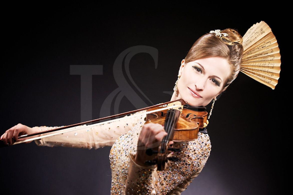 musician, music, violin, violinist, woman violinist, event, show, performer, artist, south of france, france, cote d'azur, french riviera, wedding, violin player, lighting violin, led violin