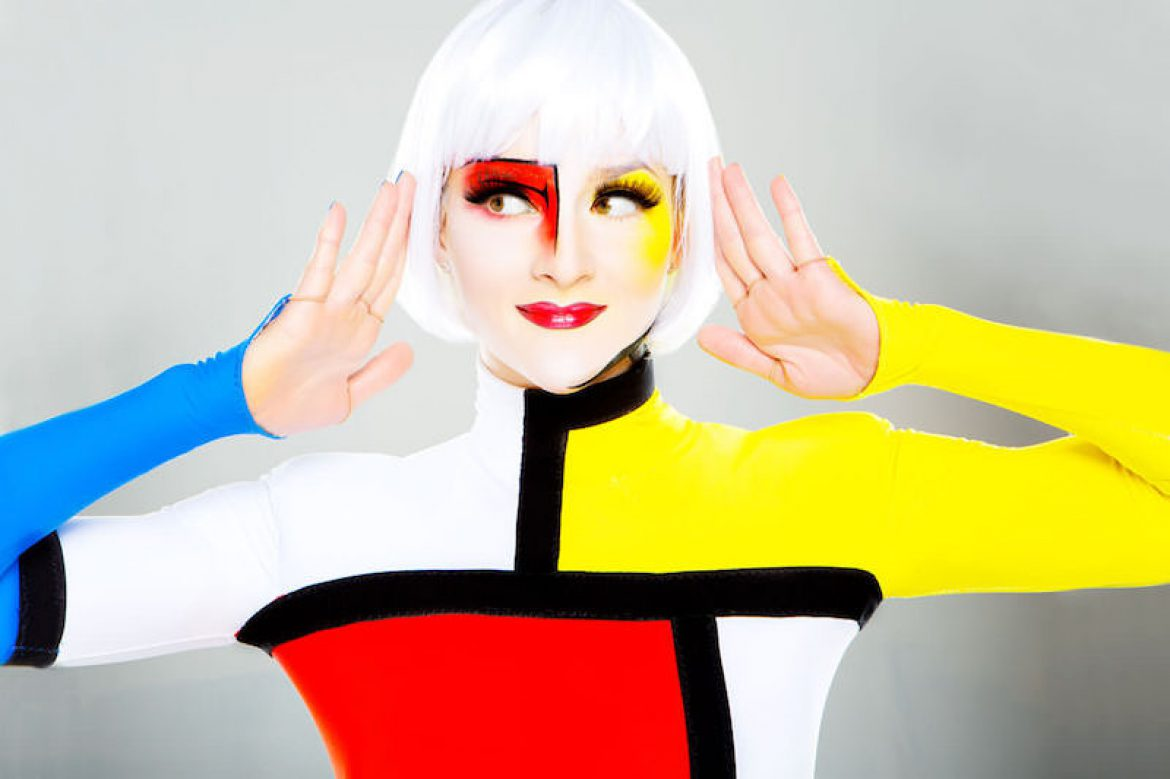 mondrian hand balance, colored hand balance, yellow, red, blue, mondrian, art performance, art hand balance, art acrobatic