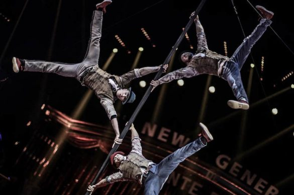 chinese pole trio, chinese pole, acrobats on pole, pole acrobats, acrobatic act, pole performers