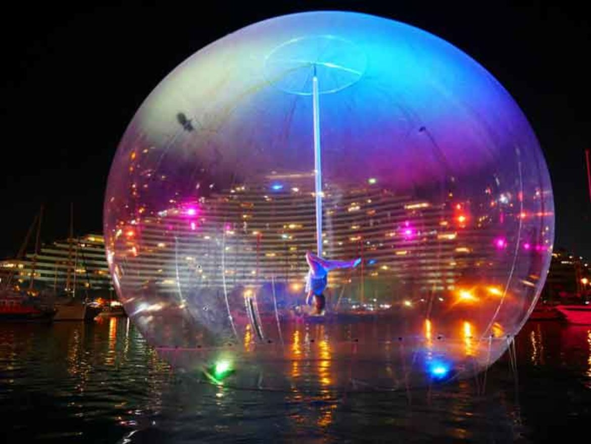 giant bubble, aerial act, aerial bubble act, tissu in a ball, Transparency, aerial show, bubble show