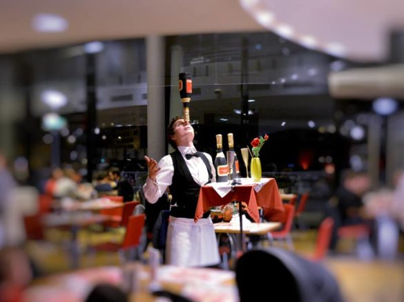 champagne juggling show, champagne, champagne juggler, champagne show, champagner performer, champagne entertainment