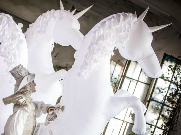 white horses, inflatable horses, inflatatble unicorns, white unircorns, walkabout unicorns, white walkabout, unicorn show, unicorns performers