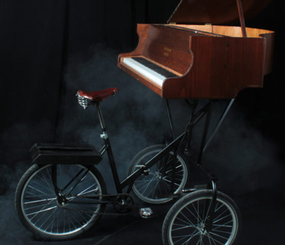 Piano, music, piano wheels, moving piano, mobile piano, piano on wheels, musical, walkabout, walk around, piano entertainment, piano artist, magic piano, pianist, running pianist, biking pianist, juggling, juggler, biking juggler, circus duo, new event ideas