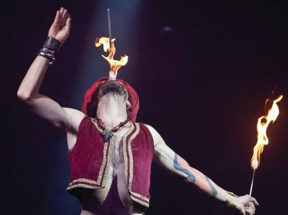 Fakir, fakir show, torsion, dolor show, fire split, fire show, sword swallower, sword show, fire swallower