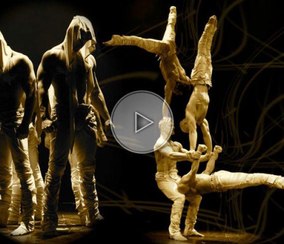 acrobatic troup, troupe d'acrobates, four people, quatre personnes