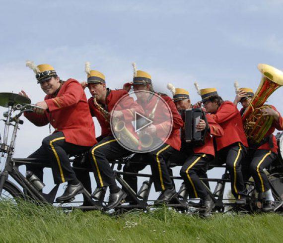 bycicle band, marching band, musiciens à vélo, orchestre à vélo, vélo, bycicle