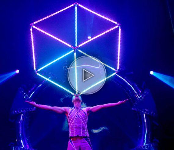 juggling cube, jongleur de cube, cube, feu, fire, LED, future, austria