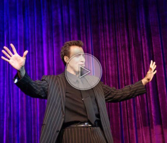 magicien de close-up belge, belgian close-up magician, magicien de proximité, table magic, magicien de tables