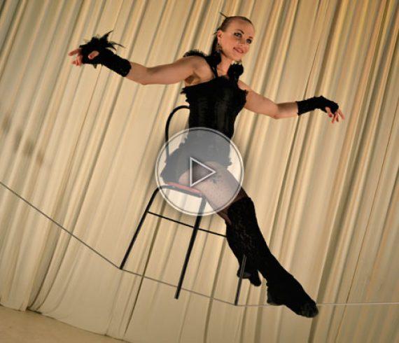 slack wire artist, slack wire performer, artiste sur fil mou, numéro de fil mou, slack wire dancer, danseuse sur fil mou