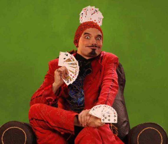 comedy magic, feet, pieds, magicien comique