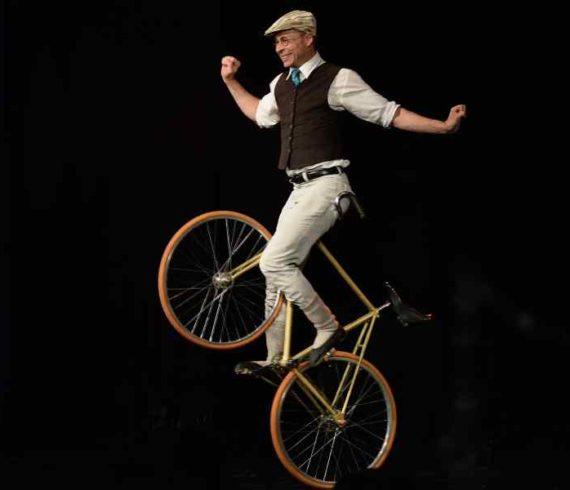 bicycle act, le vélo, numéro de vélo, comedy bicycle, french bicycle, le vélo français