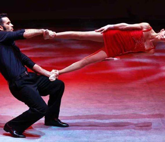 hand balance duo, hand balance romantic, acrobats, acrobatic duo, acrobatic romance