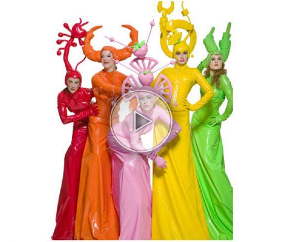 color stilt walkers, colored stilt walker, color, colour, stilt walkers