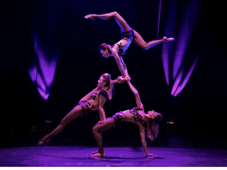 girls acrobat, hand balance trio, hand balance trio grils, women hand balance, hand balance trio girls, hand balance women troupe