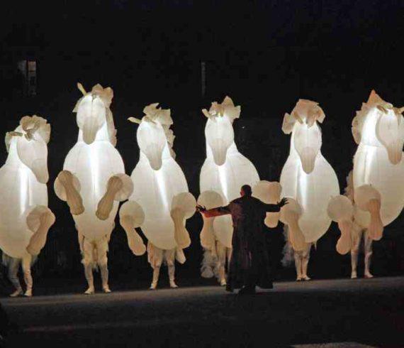 lighting horses, white horses, inflatable horses, horses, horse parade