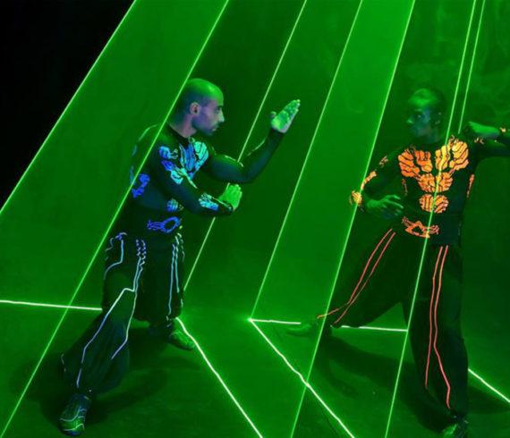 laser performers, laser artists, magicien au laser, artiste au laser, fighters,