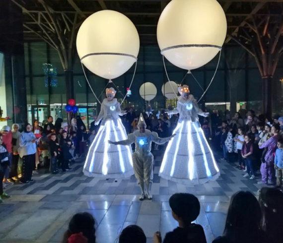 Lighting balloons on stilts, lighting stilts, italian stilts, white stilt walkers, lighting balloon