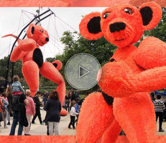 the giant teddy bear, teddy bear, street parade, giant street parade, giant parade, giant puppet