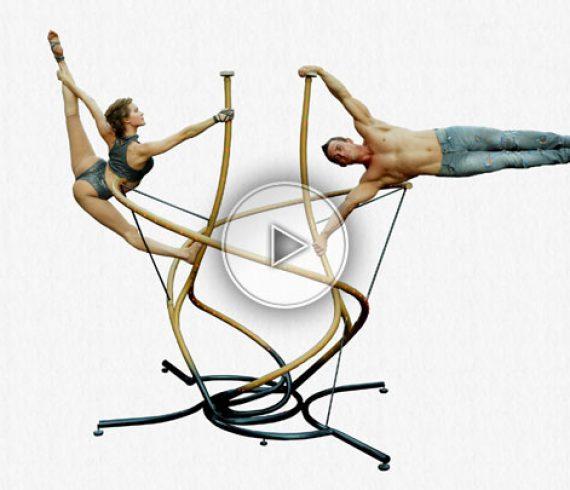 sculpture hand balance, hand balance on sculpture, duo hand balance, hand to hand, hand balance mixt,