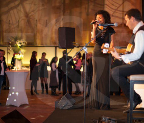 paris jazz singer, jazz duo, singer in paris, Mini Palais, private corporate event, private event, singer and guitarist