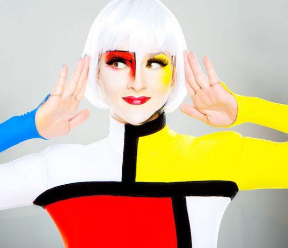 mondrian hand balance, colored hand balance, yellow, red, blue, mondrian, art performance, art hand balance, art acrobatic