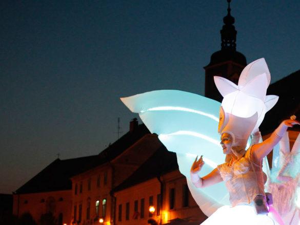 flower stilt walker, lighting flower, lighting flowers, light stilt walker, light stilt walkers