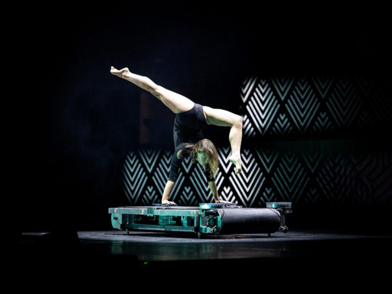 Treadmill act, treadmill performance, treadmill show, contorsion on treadmill, acrobat on treadmill, circus on treadmill, contorsion, acrobat, fitness performance, fitness act, fitness show, gym acrobat, gym contortionist