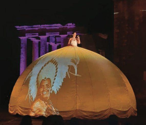Huge dress, projection dress, projection skirt, singer, huge singer, singer big dress, singer big skirt, singer projection, singer with images, singer with videos