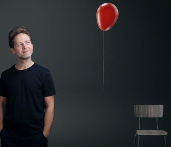 Ballon, flying ballon, magical show, unique show, levitation, levitation show, levitation act, balloon levitation